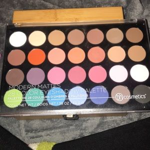 BH Cosmetics Modern Mattes 28 Color Palette
